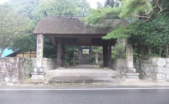 雨の古刹・土岐の崇禅寺 - さつ...