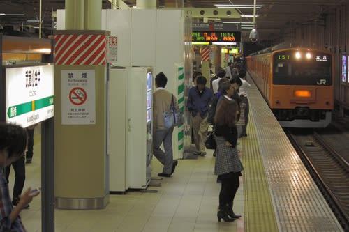 まもなく見納めとなる武蔵小金井駅と201系