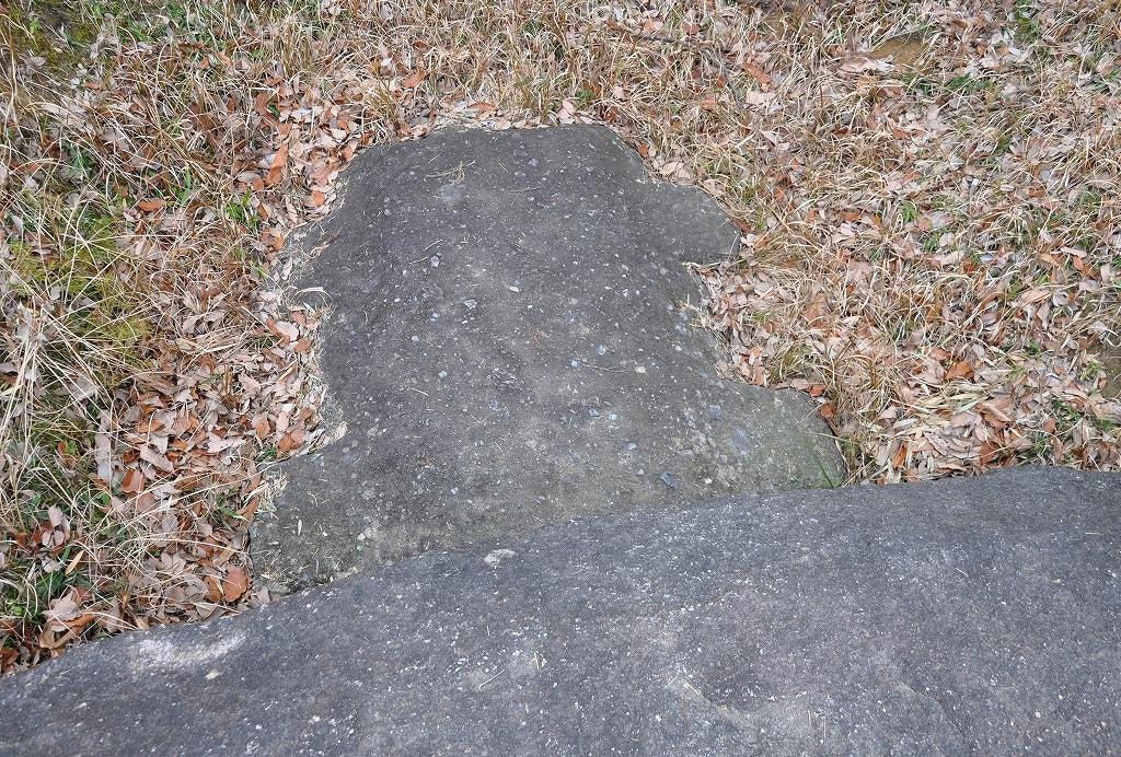 お亀石古墳石棺蓋石