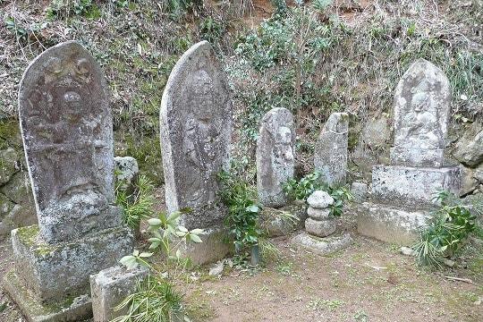 観音寺石造