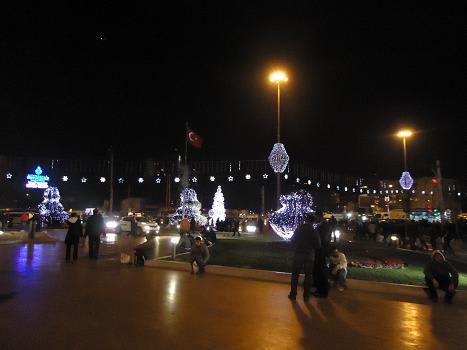 夜のタキシム広場