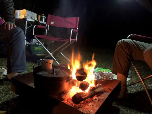 キャンプ 焚火 ダッチオーブン