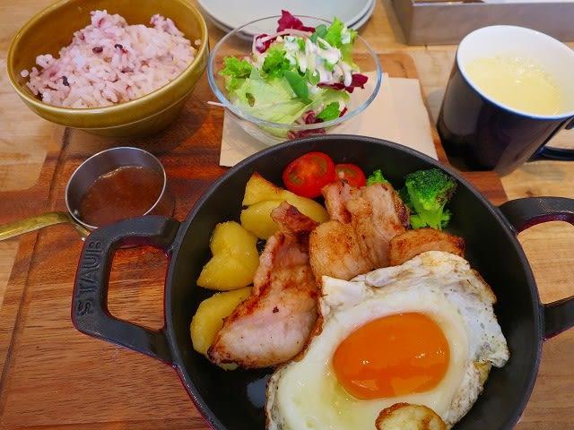 豚カルビのジンジャースキレット+スープ
