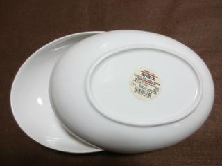 大きいパスタ&カレー皿は大きい。 小さい楕円皿は、小さい。 その中間の大きさのお皿が欲しかったんです。