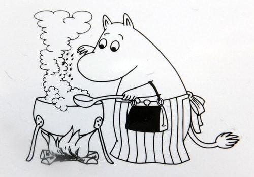 「ムーミンカフェ」総料理長松本勲さんの「moomin Cafe おもてなしごはん」の本の表紙やいろんなページの挿し絵として使われているイラスト、今日は ムーミンママが描か
