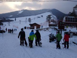 スキー場。リフトは8時から順次