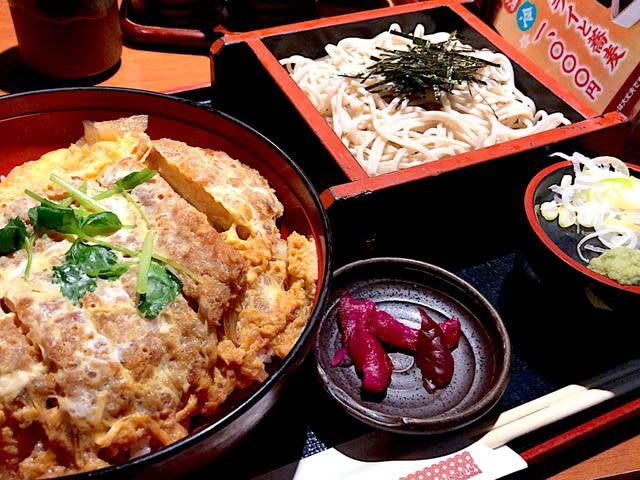 大名カツ丼とそばを頂きました。 at そば割烹  安曇野庵 青山一丁目店