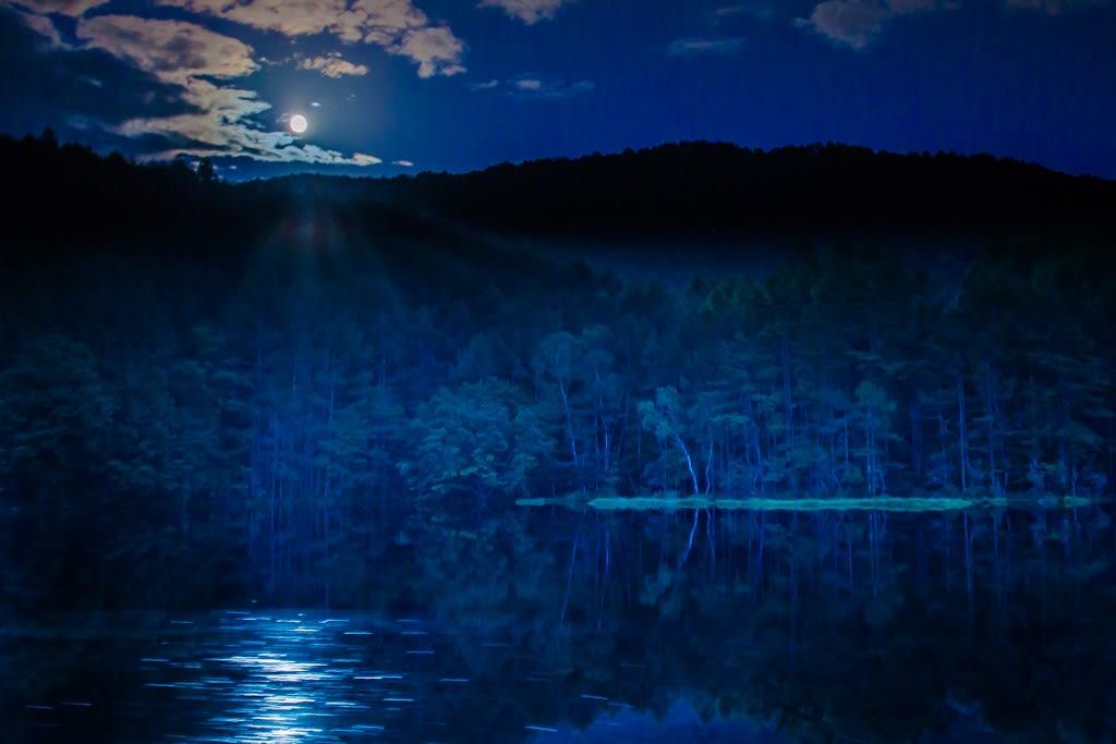 月光の御射鹿池