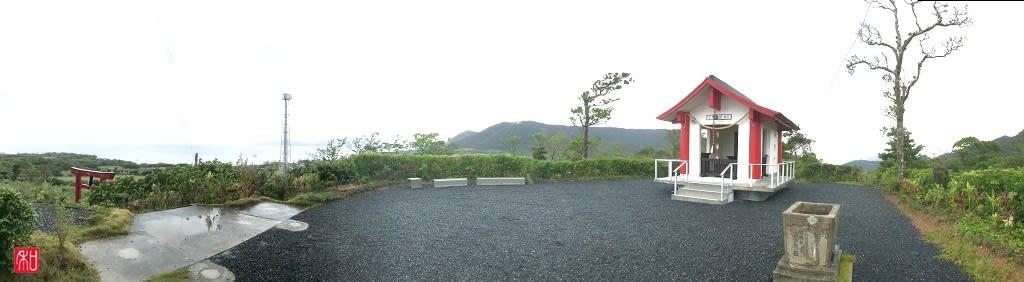 奄美の与湾大親神社 - がじゅまるの樹の下で。
