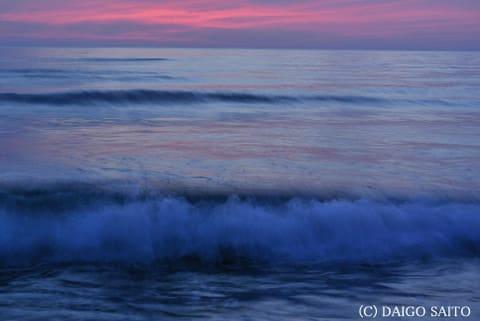 延々と寄せる波