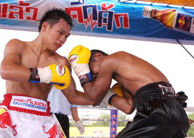 タイのボクシング) タイで世代...