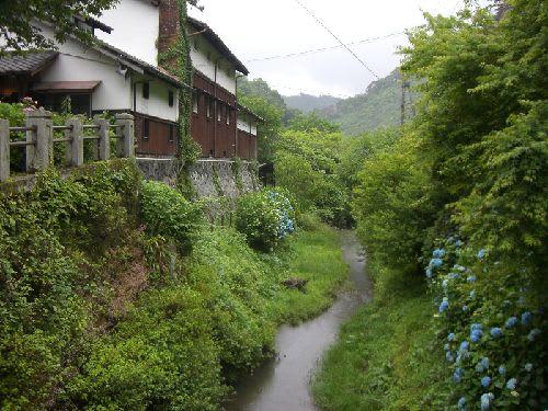 二料山荘は、元造り酒屋「大西家」の酒蔵と母屋でした。