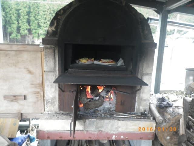 手作りピザも作りました