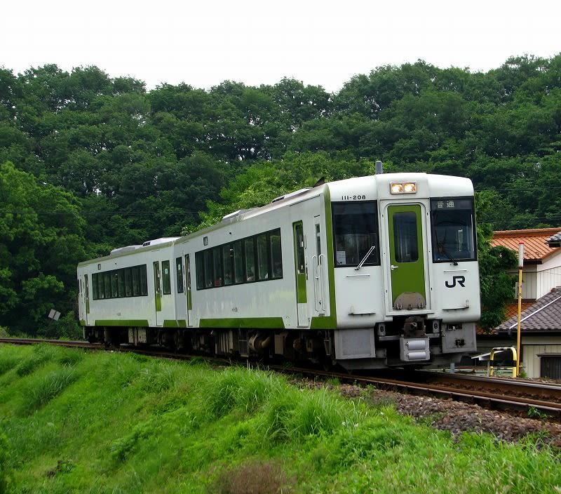 作例列車:八高線 普通列車 高崎行き撮影場所詳細:寄居駅から徒歩約29分の踏切横。駅から遠いため、車でのアクセスをオススメしますが、駐禁の標識がある所には車を