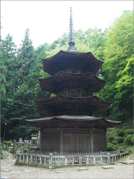 国宝・安楽寺の八角三重塔