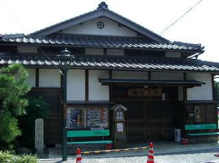 「田町会館」前の街路灯