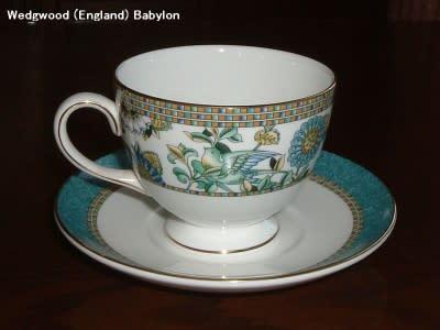 イギリスは ウエッジウッド 社製の バビロン と名付けられたカップです。 伝統を守るウエッジウッド社としては珍しいオリエント風模様を使っています。