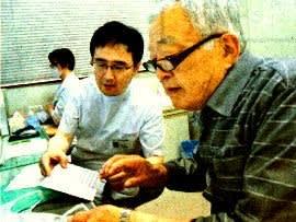 内科医の大倉さんと患者の脇川さん