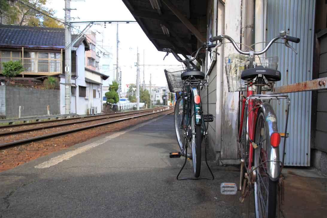 主人の帰りを待つ ・ 阪堺電車 ...