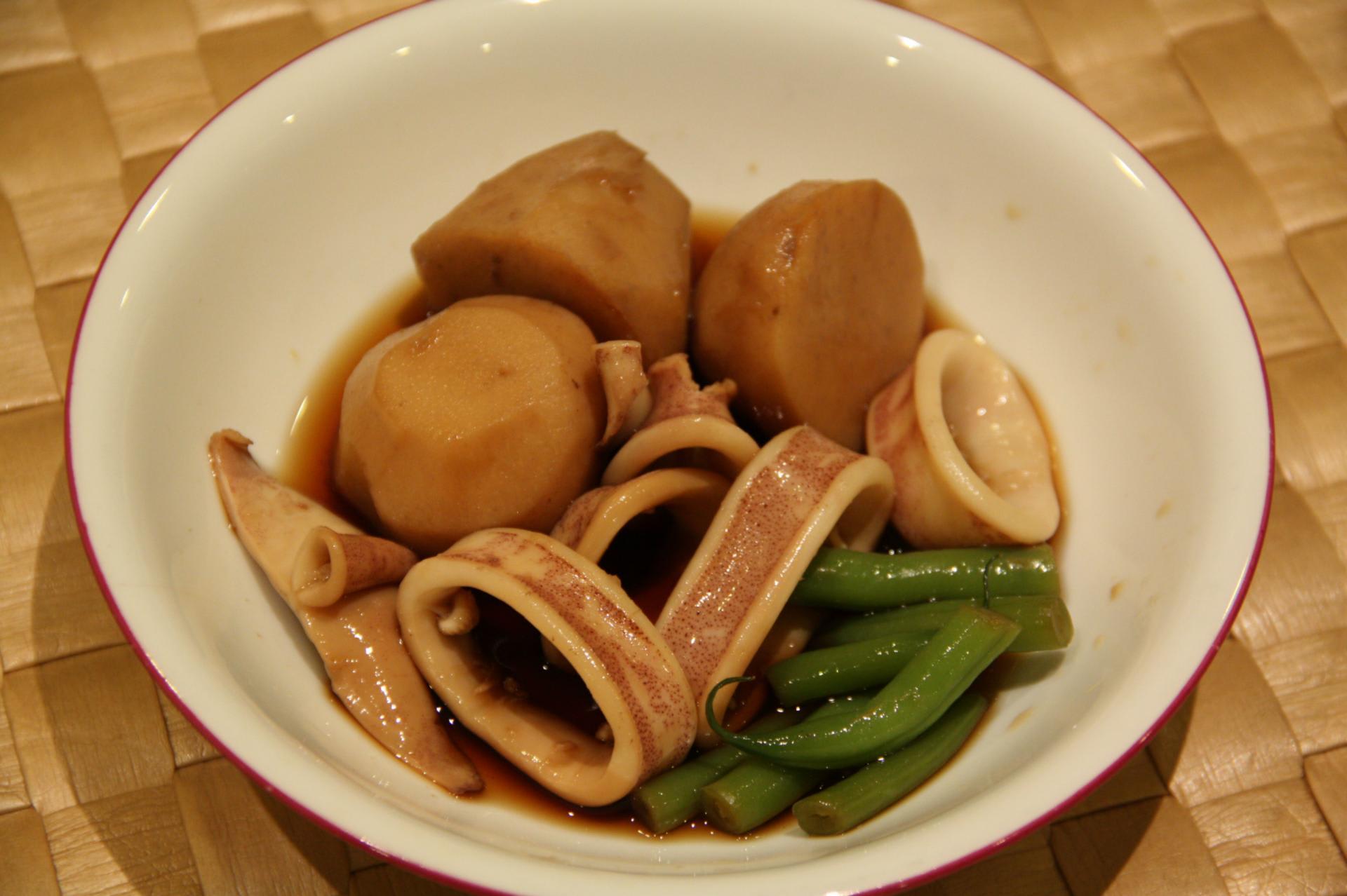 の 煮物 と 里芋 イカ