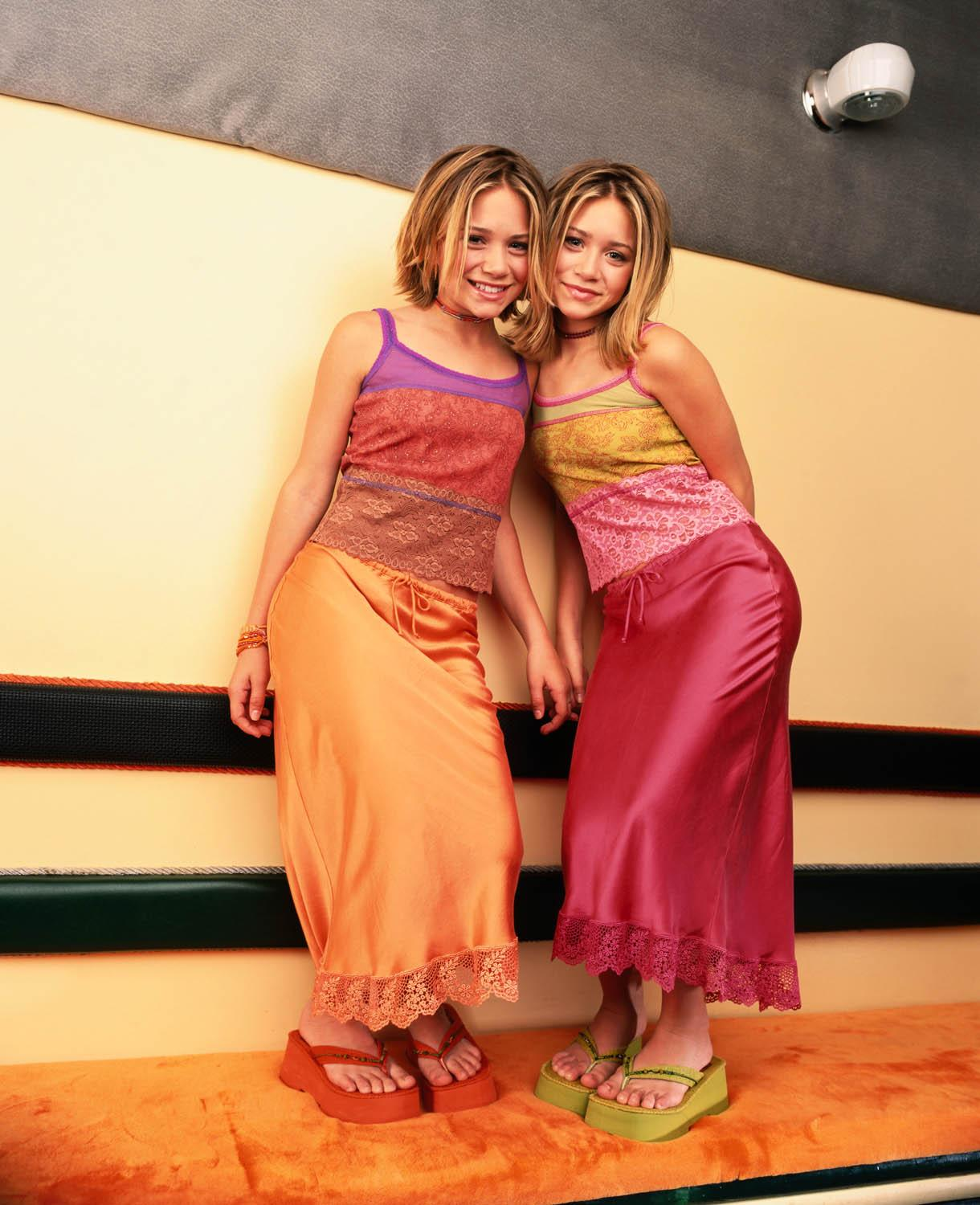 Mary-Kate  Ashley Olsen - Two Of A Kind Promoshoot -2990