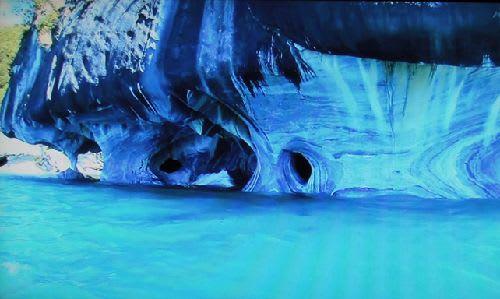 ヘネラル・カレーラ湖の美しい ...