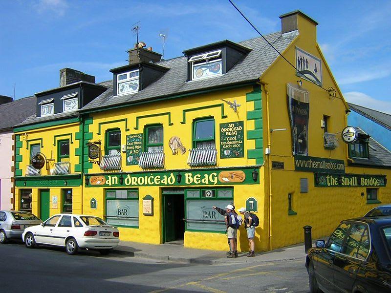 800pxyellow_irish_pub_3