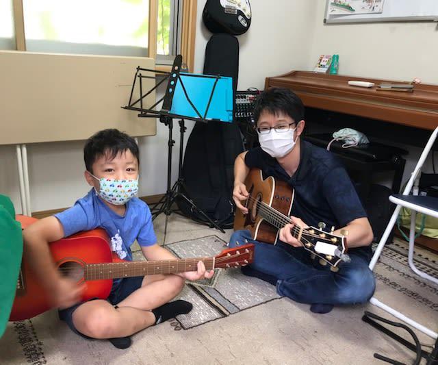 ギターが弾きたくて弾きたくて・・・