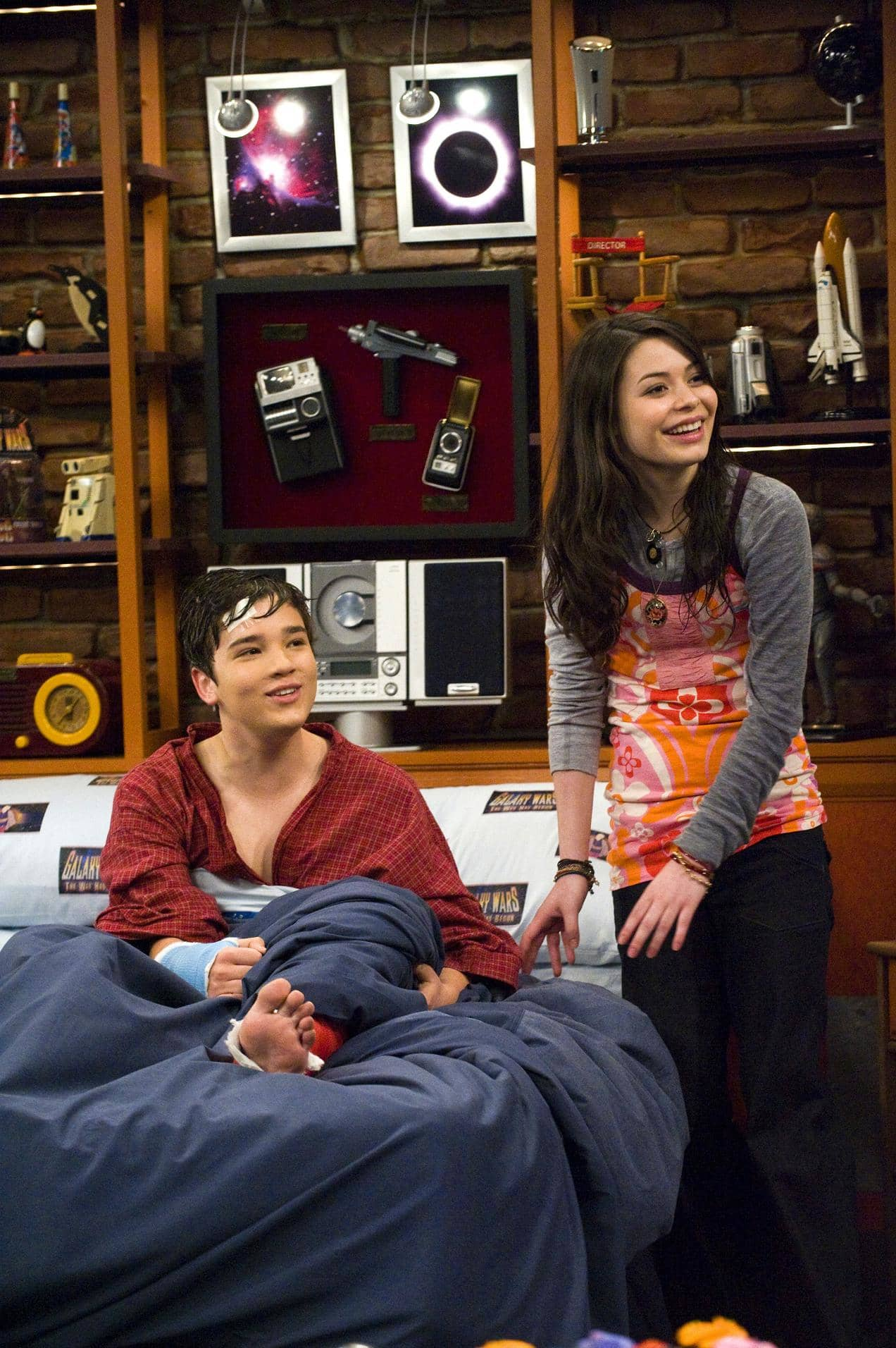 Miranda Cosgrove Icarly Season 3 Isaved Your Life Stills Favorite Celebrity Pictures