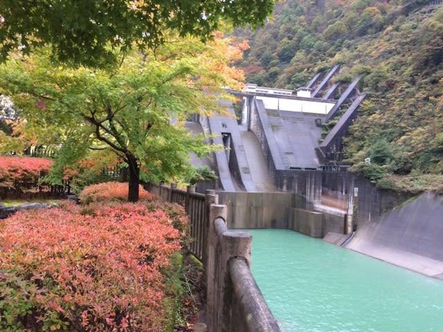 水平歩道と仙人谷ダムで阿曽原温...