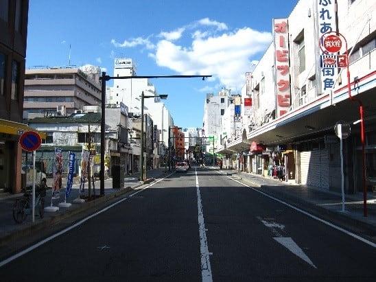 小田原市栄町 国道255号沿いの歩道改修工事と街路樹整備 ...