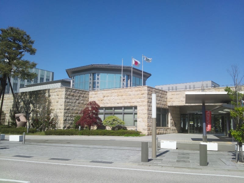 白山市立松任図書館