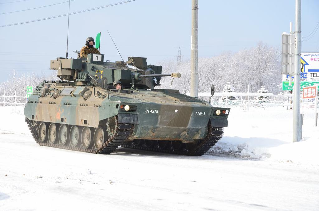 2/25 89式装甲戦闘車、73式装甲車、78式戦車回収車 - 航空機 ...