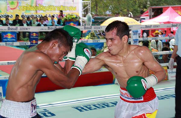 タイのボクシング) PABA両王者...