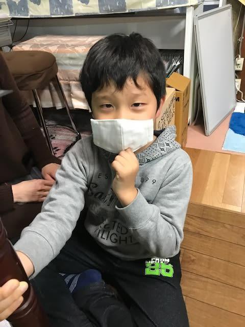 新1年生にマスクをプレゼント
