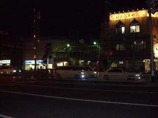 国道43号線から萩之茶屋1丁目の阪堺・南霞町駅を望む