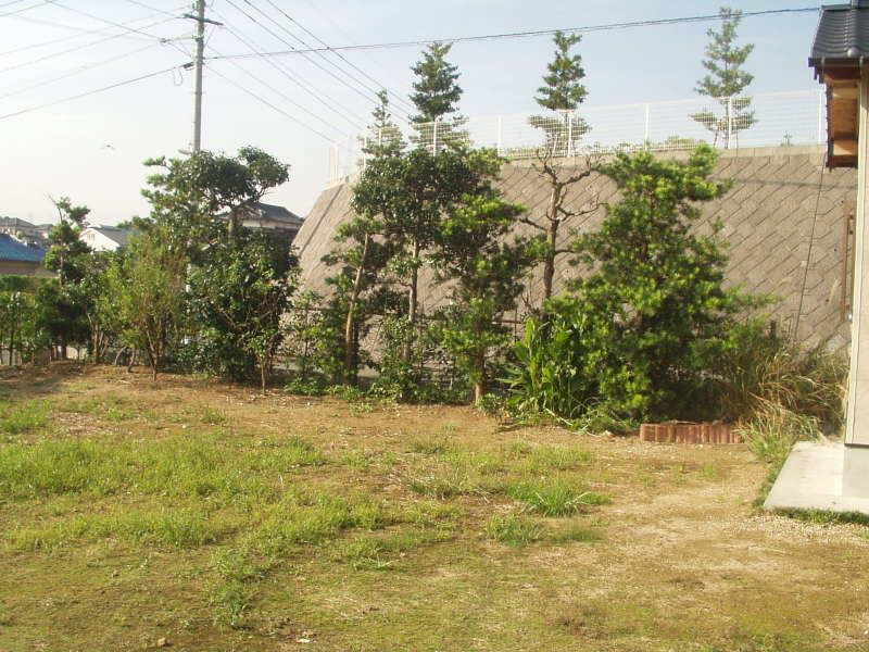 石組みメインの和風庭園1