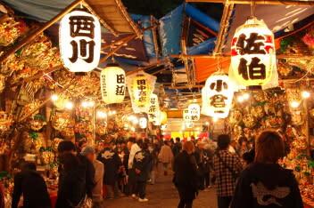 年末の風物詩 花園神社の「酉の市」 - 新宿三丁目徒歩3分 ...