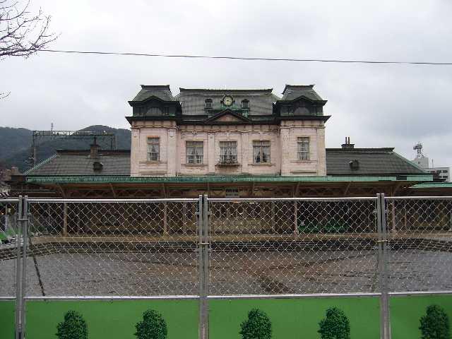 5年半に及ぶ大規模保存修理工事が始まった門司港駅