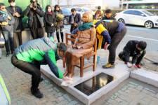 2016 12 31 撤去の少女像、再び設置 釜山の日本総領事館前【岩淸水・保管記事】