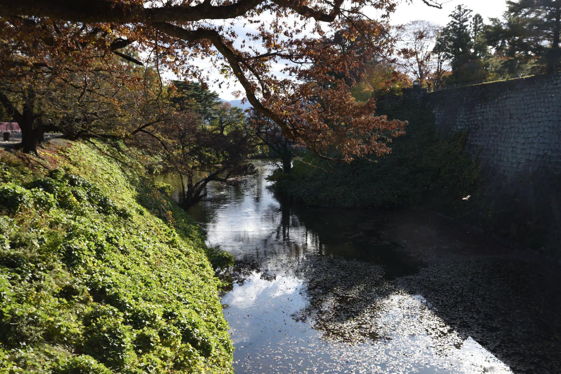 みちのく温泉旅 6.会津鶴ヶ城 - 信の信州からの贈り物
