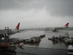 羽田空港のラウンジより