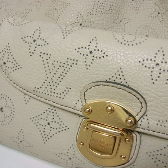 e903ab02d073 1889年のパリ万博ではダミエラインと呼ばれるデザイン(市松模様)を用いて金賞を受賞しました。
