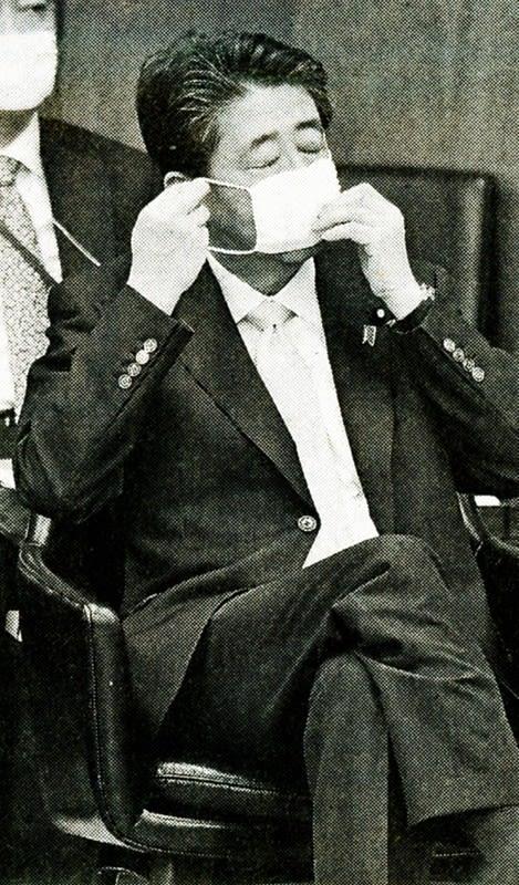 安倍総理マスク小さい