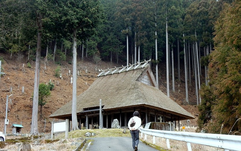 福井県 旧名田庄村の茅葺薬師堂 - 愛しきものたち