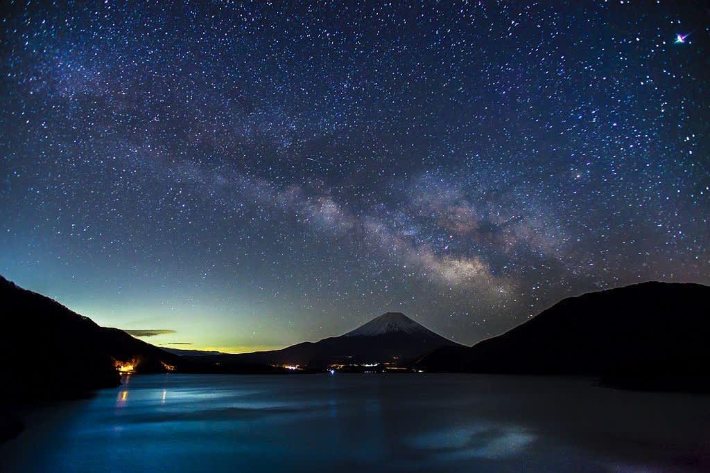 富士山と天の川の写真