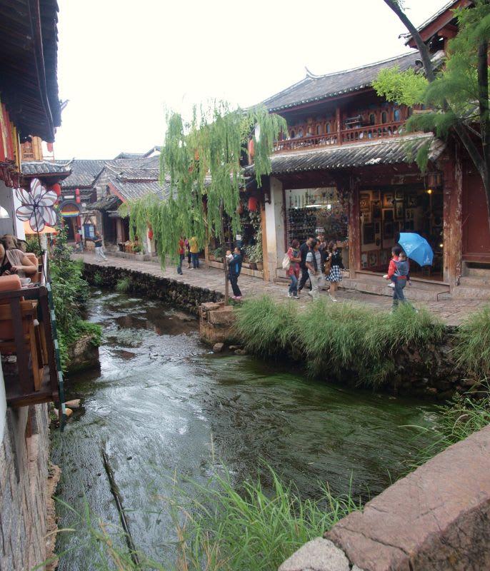 中国、雲南省、麗江の町
