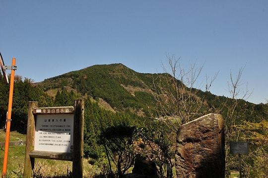 山部赤人の歌碑