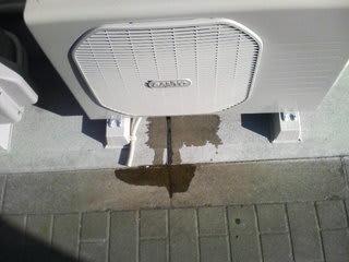 水 エアコン 室外機