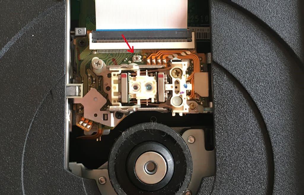 3b9b70069f ピックアップを手で動かしながら、シリコングリスをちょこっと塗った後、ピックアップのトリマを、右(時計回り )に5°ぐらい動かして、元の場所に仮組して動作確認…